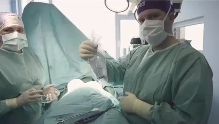 Nová prsia s malou jazvou? Prelomový okamih zväčšenia prsníkov pomocou implantátov!